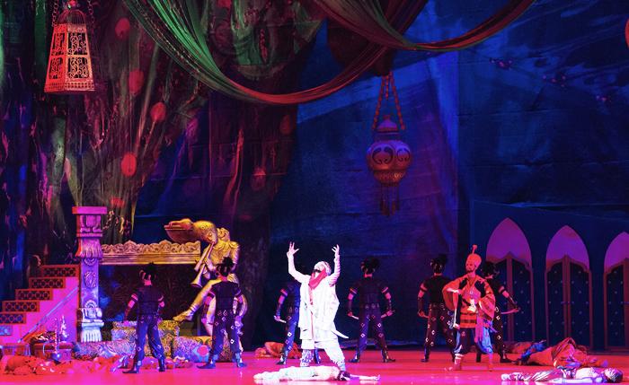 Перевозка декораций к балету «Шахерезада» из Нур-Султана в Москву