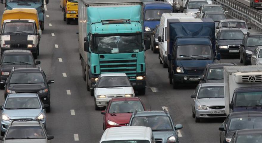 В регионах РК начали снимать летние ограничения для большегрузов